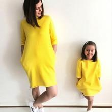 Платья для мамы и дочки одинаковые комплекты для семьи Одинаковая одежда желтого цвета с короткими рукавами для всей семьи платье для мамы и дочки