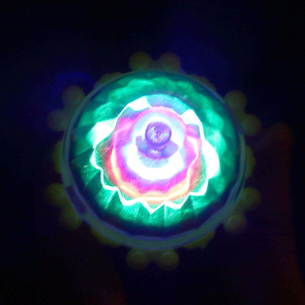 Funny LED Flash Spinning Top Brinquedo Funny Kids Toy Classic UFO Gyroscope Laser Color Flash LED Light Toys