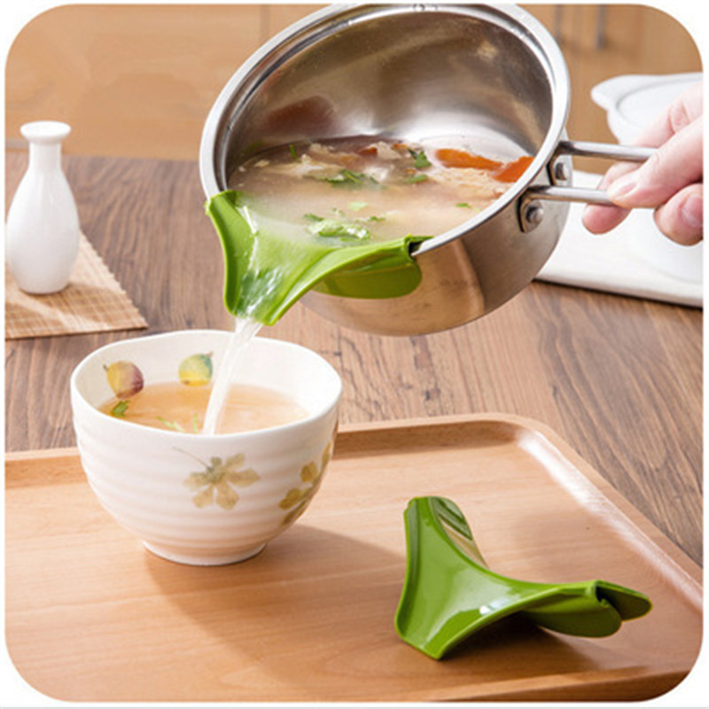 Hot Sale Kitchen Gadget Funnel Anti-spill Pans Rim Silicone Deflector Liquid Diversion Mouth Cooking Kitchen Tool Convenience
