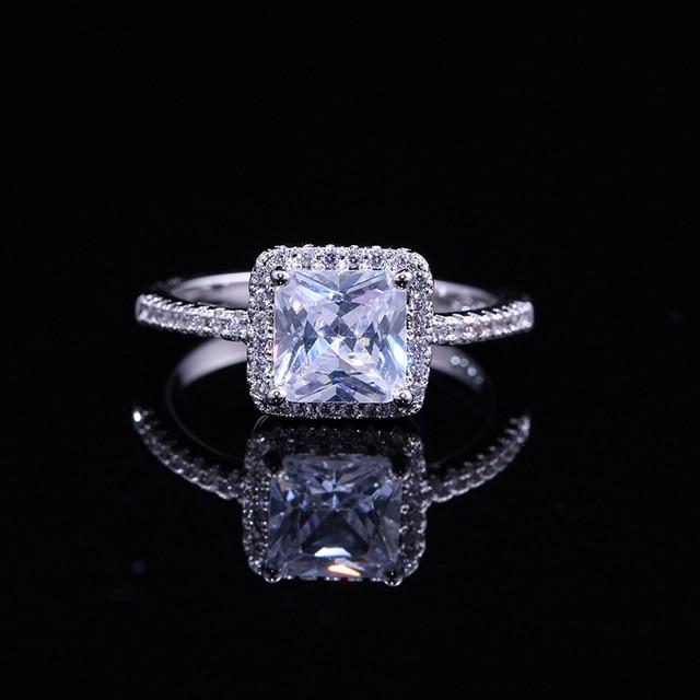 Bague déternité Huitan avec zircon cubique taille princesse réglage de luxe amant cadeau bijoux fiançailles bagues de mariage pour les femmes