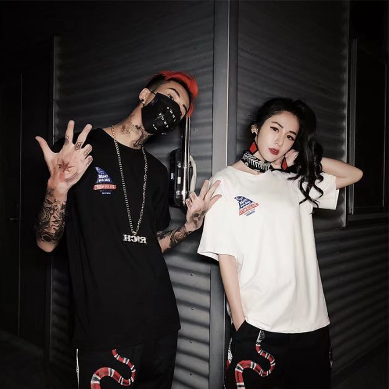 Nice Vogue China <font><b>HongKong</b></font> Style <font><b>T</b></font> <font><b>Shirts</b></font> Men And Women Couples High Street Shark Printed <font><b>T</b></font>-<font><b>shirt</b></font> Streetwear Hip Hop Hipster image