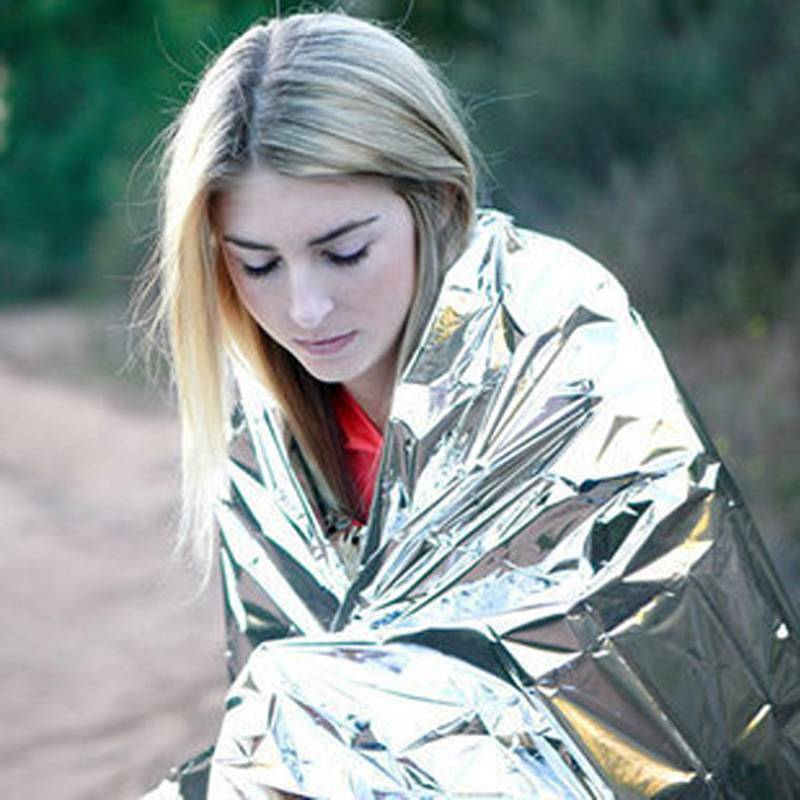цена на Emergency Outdoor Hiking Waterproof Thermal Silver Survival Reflective Shelter Tent Blanket Sleeping Bag