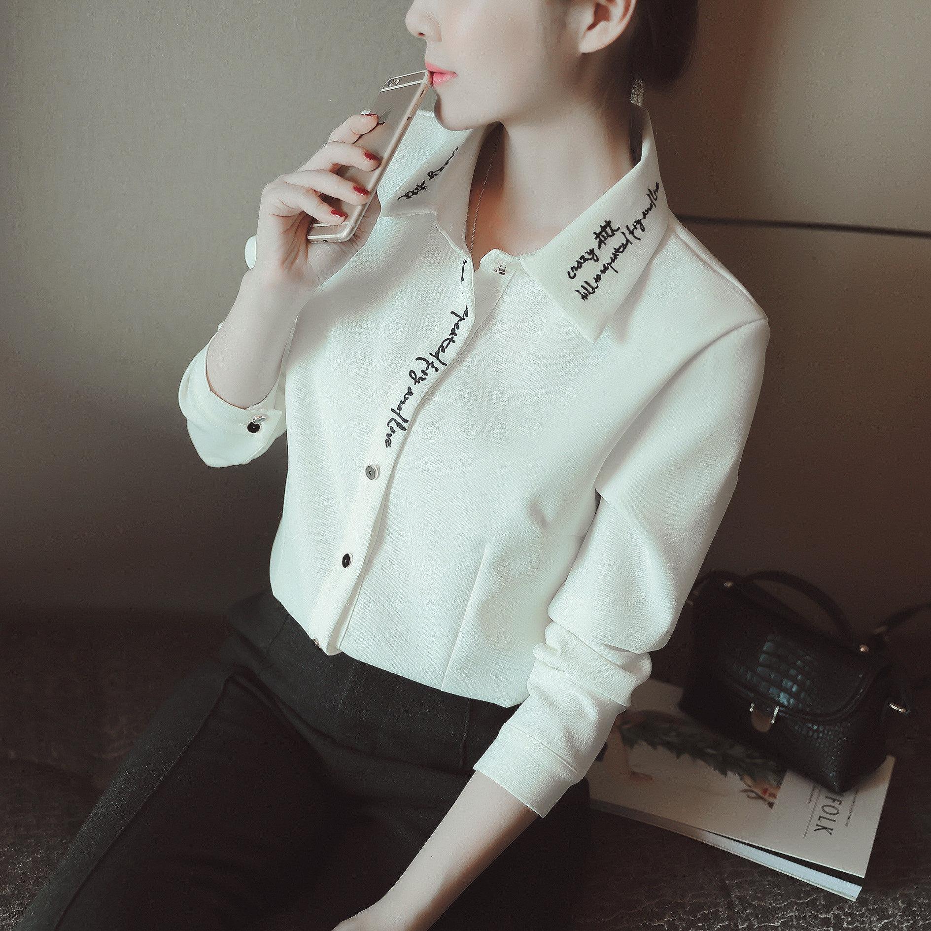 a7f2483233511 2018 بيع النساء البلوزات زائد حجم الخريف جديد المرأة الكورية الأبجدية طية  صدر السترة قميص كل مباراة المطرزة مزاجه لطيفة قمصان