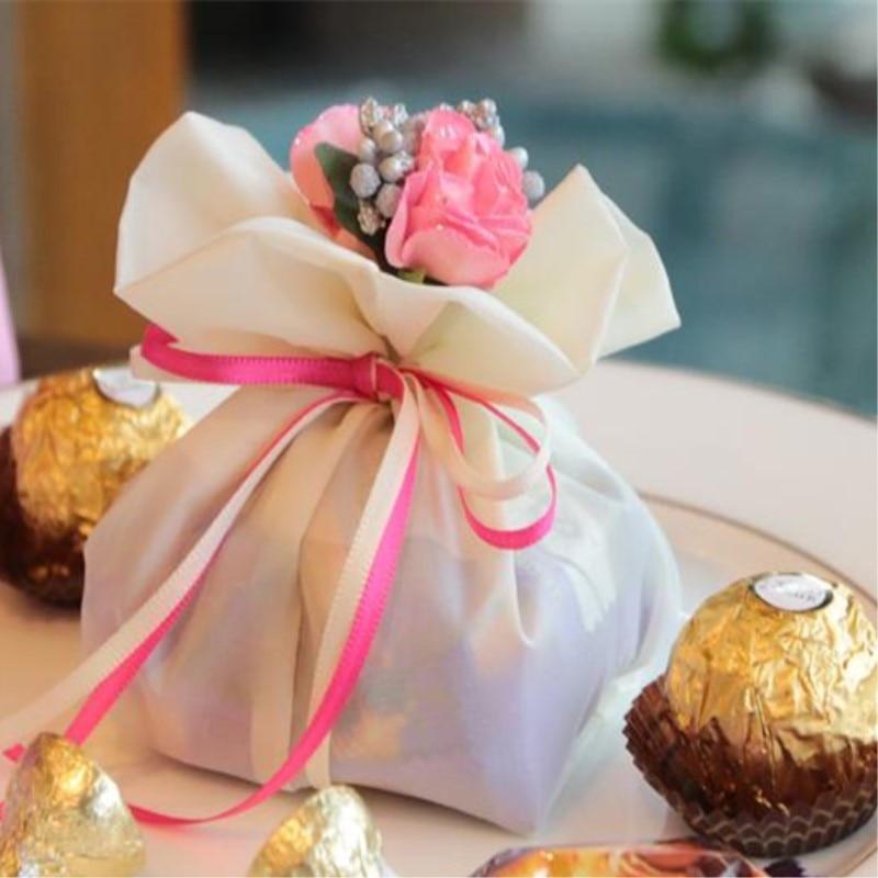 8 stiluri disponibile Buchet elegant de trandafiri artificiale - Produse pentru sărbători și petreceri