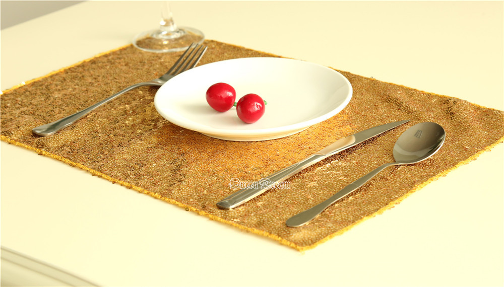 gold cloth napkins