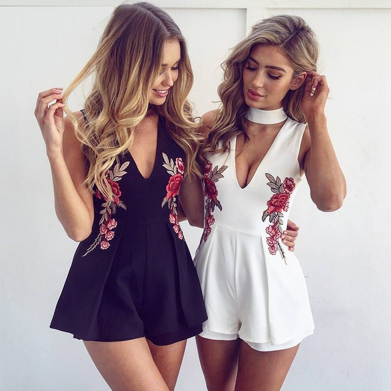 2017 Sexy V-neck Sleeveness Jumpsuit Pullover Bodysuit Choker Neck Top Rompers Retro Embroidery Rose Playsuit Body Feminino