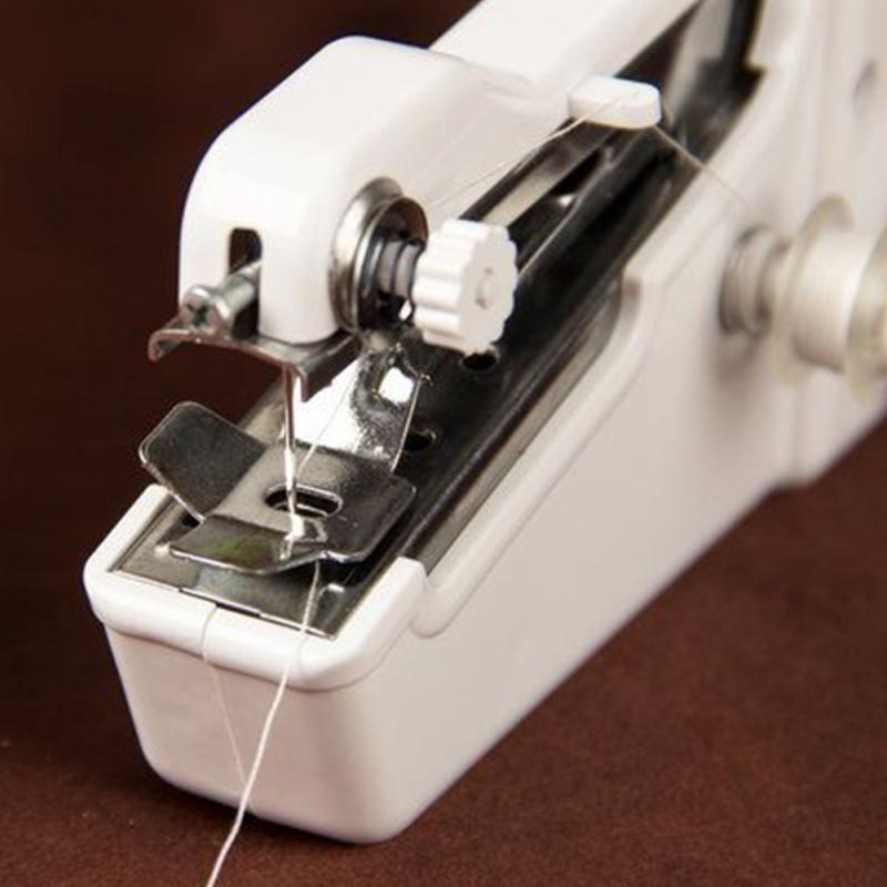 Ručni mini šivaći stroj Prijenosni džepni priručnik za šivanje - Umjetnost, obrt i šivanje - Foto 4