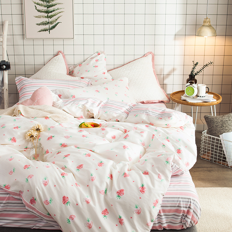 Papa&Mima  Modern style bedding set Small strawberries print 100% Cotton Queen size duvet cover flat sheet pillowcases Papa&Mima  Modern style bedding set Small strawberries print 100% Cotton Queen size duvet cover flat sheet pillowcases
