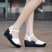 Moda verano tacones altos sandalias mujeres boca de pescado zapatos de plataforma  tacones altos sandalias de las cuñas hebilla p. 690915f0a721