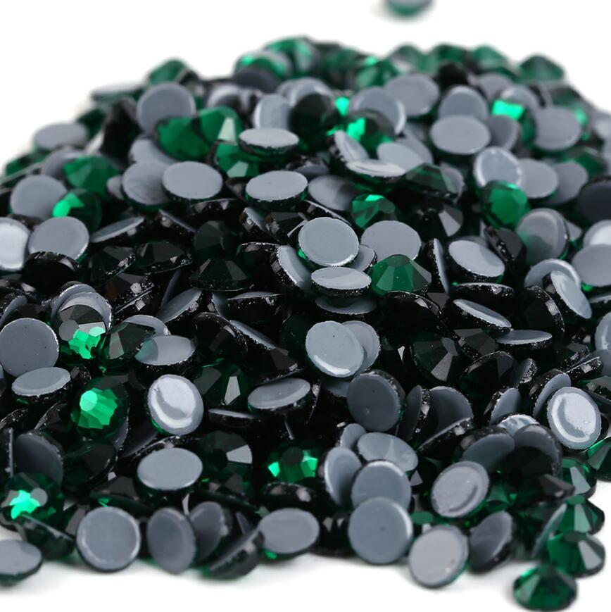 Все размеры 40 цветов кристалл AB исправление стразы, Стекло Стразы исправленное железо на Стразы для дизайна ногтей шитье и ткань Decoretion - Цвет: Emerald