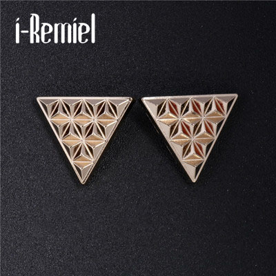 2017 Hot Sale Zinc Alloy Trendy Brooches For New Fashion Triangle Collar Needle Rivets Shirt Buckle Tide Men Flower Brooch