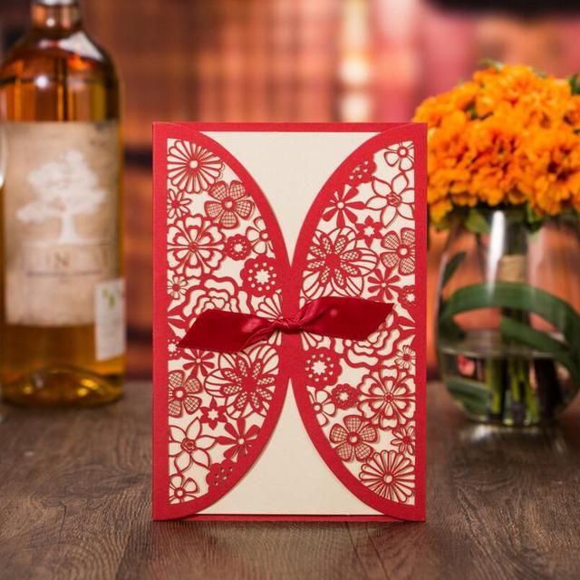 Vintage Freies Personalisierte Hochzeit Einladungskarten Rotes  Band Bogen Bindung Visitenkarte Geburtstagsfeierereignis Einladung 50 Teile