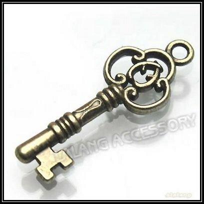 New 150pcs/lot Cute Alloy Antique Bronze Key Shape Dangle Charms Pendant 140199