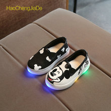 Hot Sale Kids Shoes With Light Princess Girls LED Sneakers Spring Breathable Cartoon Glowing shoes Hello Kitty Cute Soft