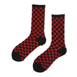 Image 2 - 1 ペアの原宿カジュアルなメンズ靴下チェック柄カラートレンド靴下国家風クリエイティブスポーツ男性の綿の靴下