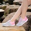 New Super Leve de Verão Lace Up Plano Com Mulher Sapatos Casuais Respirável Rede Sapatos Respirável Macios Alpercatas Mulheres