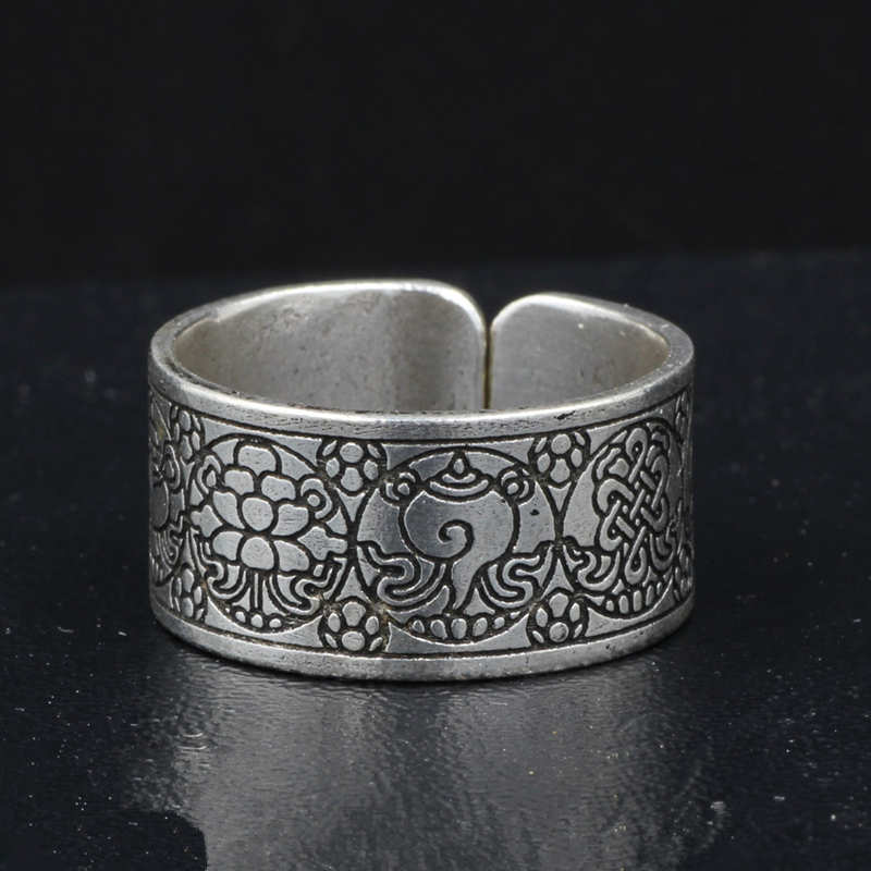 R122 Tibetan Lucky Eight Auspicious Amulet Offener Ring für Man Metal White Copper Carved Babao Totem