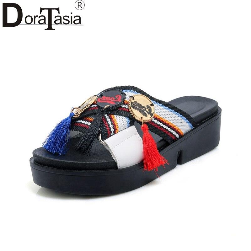 Doratasia/2018 лето плюс Размеры 30-44 красочные украшения женские туфли без задника бахромой на платформе женская обувь на танкетке модные шлепанц...