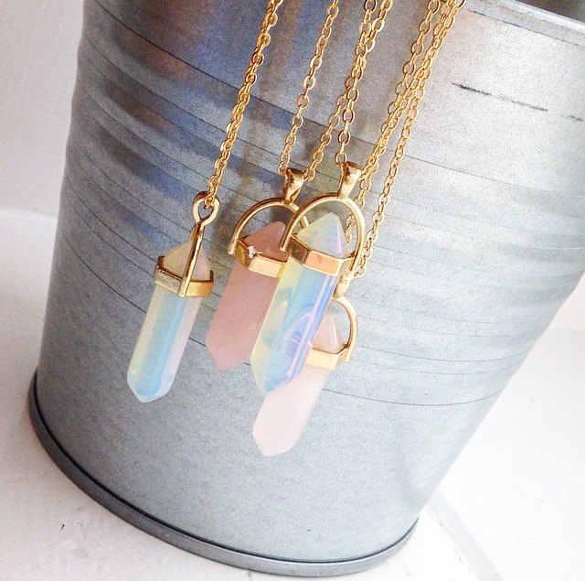 女性のオパール水晶ペンダントネックレスセットファッション天然石弾丸ピンククリスタルチョーカー女性ジュエリー