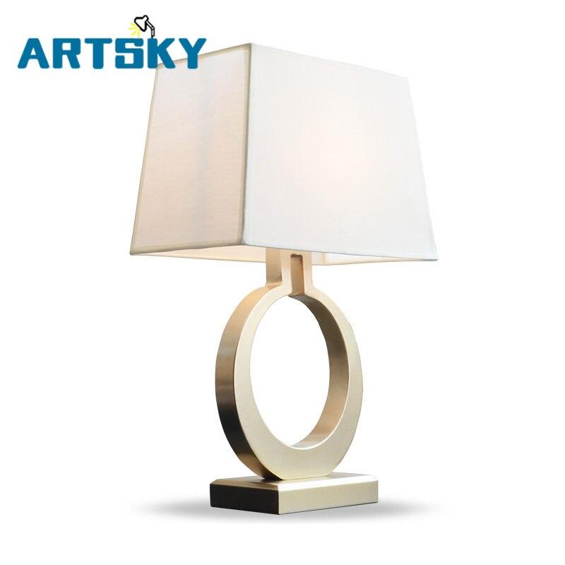 Lampe de Table créative LED or Village américain lampe nordique Simple rétro chambre chevet salon livre lampes de bureau tissu