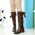 Botas Mujer 8 Estilos Cuñas Rainboots Botas de Lluvia de Las Mujeres 2017 de Punto Zapatos de Plataforma Punta Redonda Hebilla de La Rodilla Botas de Mujer