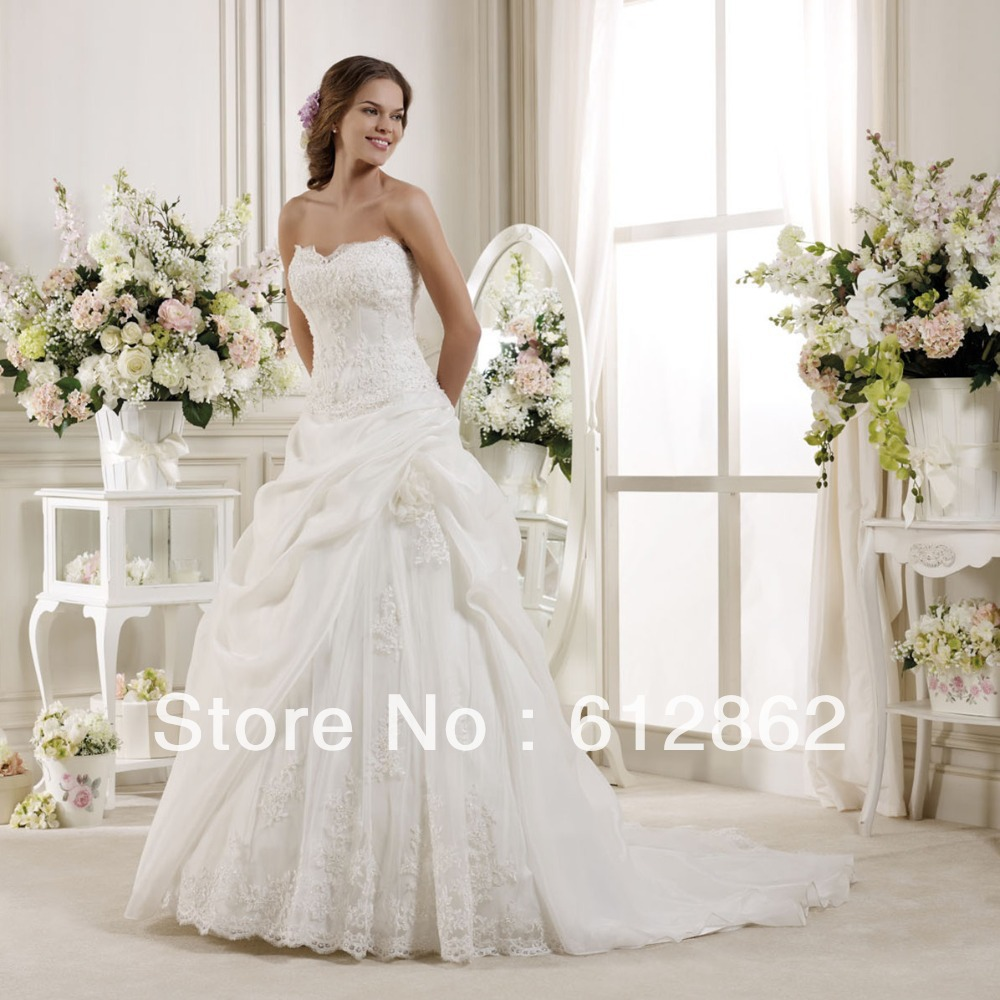 Strapless long train organza skirt beaded lace wedding for Strapless wedding dresses with long trains
