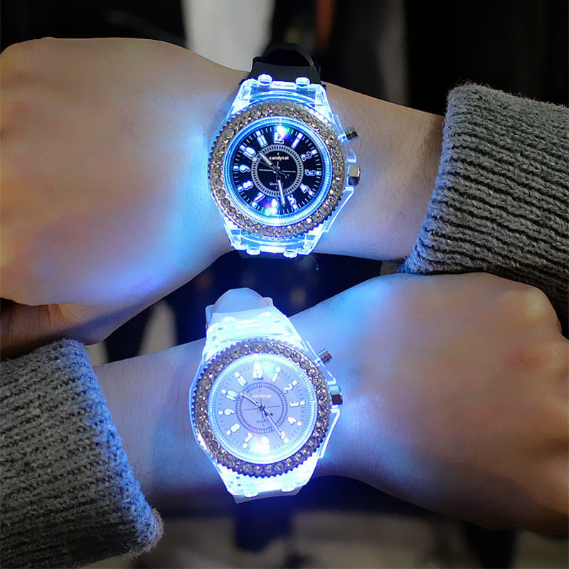 Watches Obedient Chun Led Flash Luminous Watch Personality Trends Students Lovers Jellies Woman Mens Watches 7 Color Light Wristwatch W36