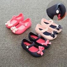 Детская нескользящая обувь принцессы с пластиковым бантом для маленьких девочек; Летняя обувь с пряжкой; От 1 до 6 лет однотонная обувь с бантом