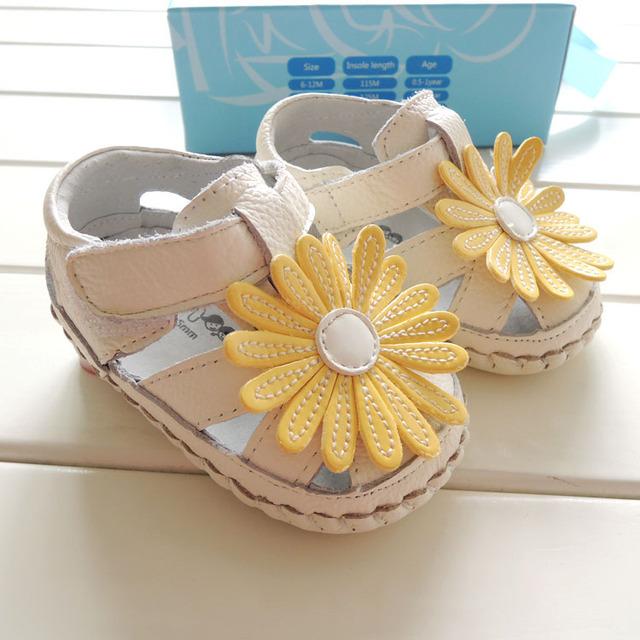 2017 omn marca zapatos de bebé de cuero genuino de verano pequeña margarita prewalkers bebés del niño zapatos inferiores suaves de interior