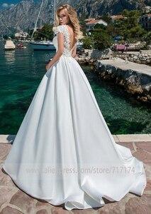 Image 5 - Junoesque Satin Cổ Tròn Chữ A Váy Áo Với Ren Appliques Hở Lưng Càn Quét Tàu Đầm Cô Dâu Đầm Vestido De Novia
