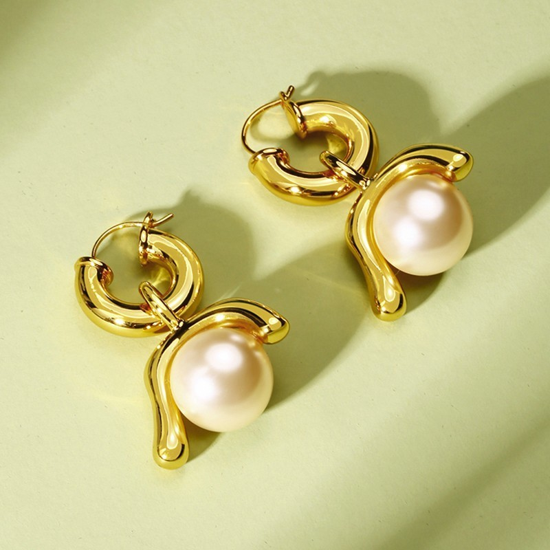 Faux Pearl Gold Tone Hoop Earrings for Women Brass Pendientes Brincos Femme Lolita Stylish Women Jewelry pair of retro rhinestone faux pearl petal shape earrings for women