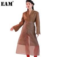 EAM 2018 New Spring Lapel Long Flare Sleeve Khaki Pocket Decoration Single Button Loose Jacket