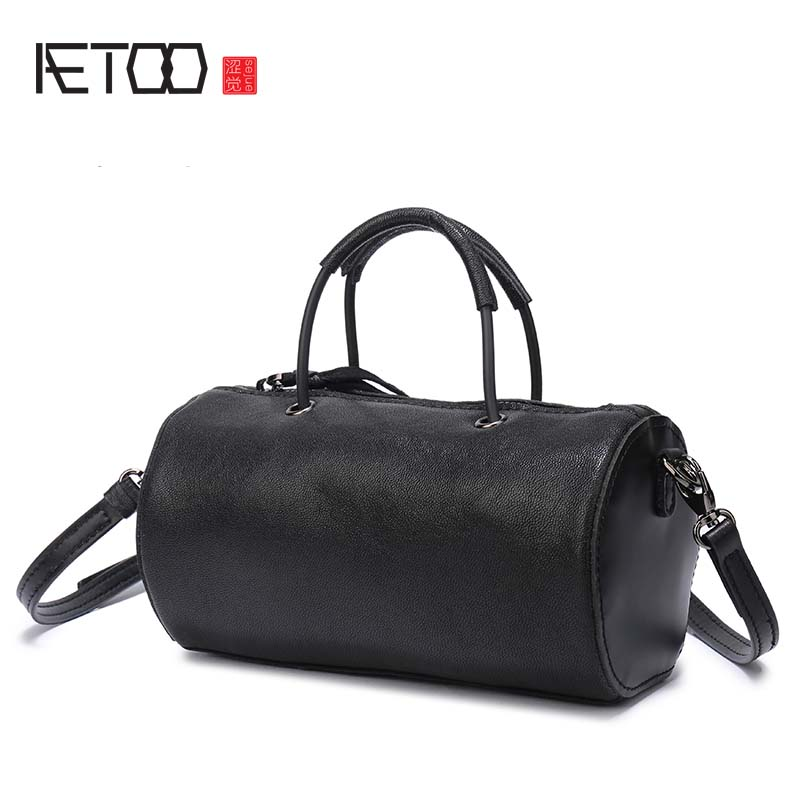 AETOO Black sheepskin bag simple female Korean version of the shoulder Messenger bag leather mini cylindrical bag aetoo leather bucket bag female messenger bag 2017 new korean version of the drawstring bucket baotou layer of leather simple le