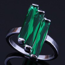 Gorgeous Rectangle Green Cubic Zirconia 925 Sterling Silver Ring For Women V0434