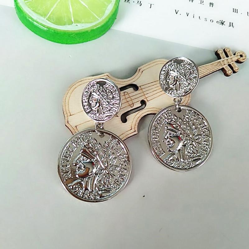 Золотые серьги Стад Серьги в виде монет металла с геометрическим
