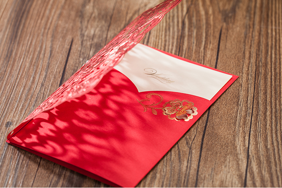 50 個 Wishmade 結婚式の招待状赤色レーザーカット花柄エレガントなブライダルシャワーの招待カード封筒  グループ上の ホーム&ガーデン からの カード & 招待状 の中 2