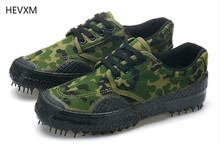 The new military camouflage men 's canvas shoes to help low – down spring and autumn work shoes for outdoor man shoes