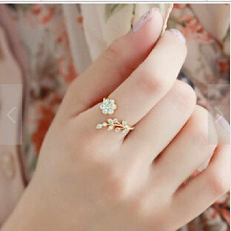 Korean Twisted Leaves Flower Rhinestone Open Ring Rose Gold Color Finger Ring For Women Statement Adjustable Ring Wholesale