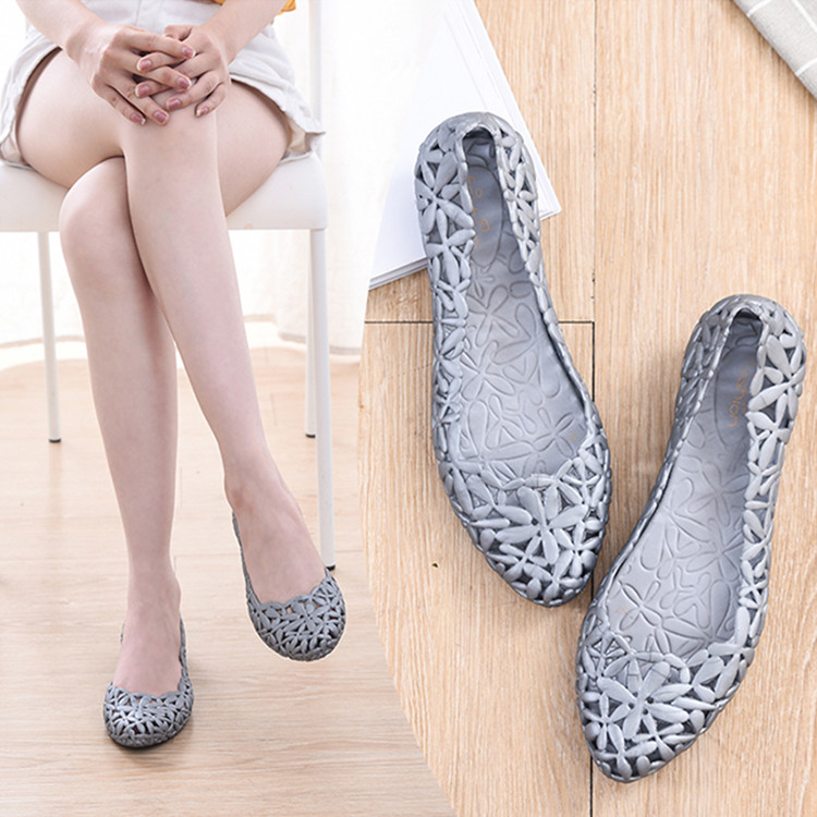 Women Flats Slip-on Platform Women Shoes Jelly Shoes Casual Loafers Summer Waterproof Beach Sandals Soft Flat Heels Hollow 2018 women creepers shoes 2015 summer breathable white gauze hollow platform shoes women fashion sandals x525 50