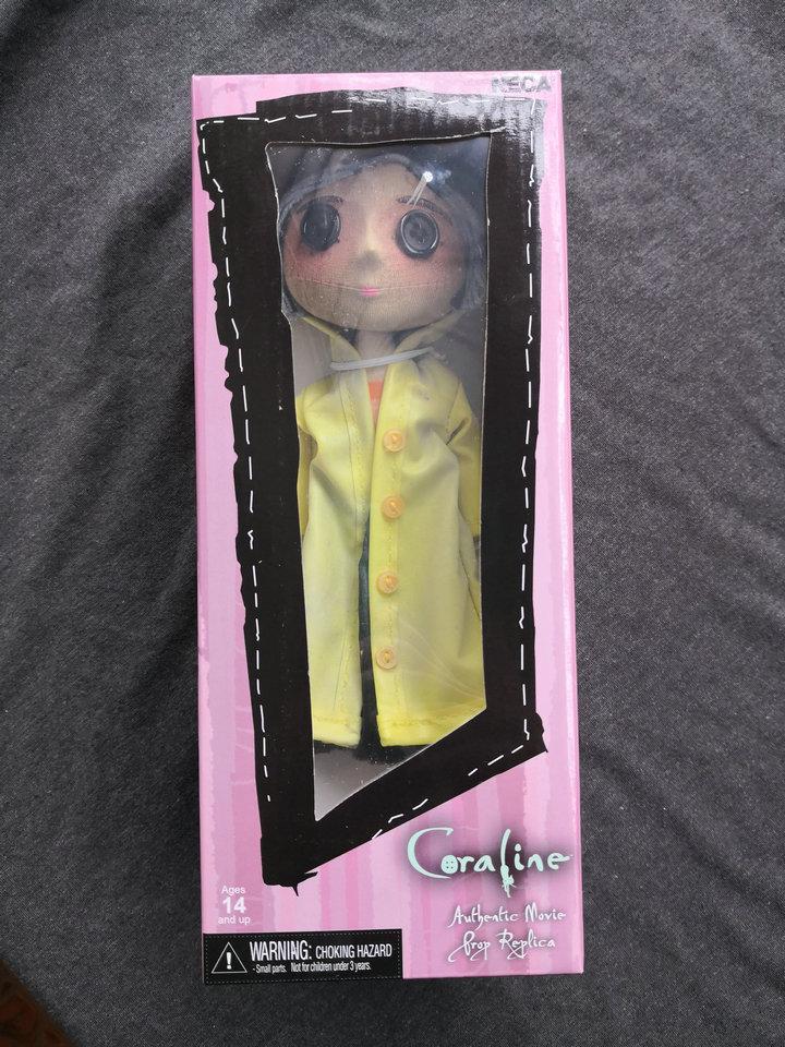NECA jouets pour enfants Coraline & la porte secrète poupées figurine d'action 10 pouces la fille pitié boutons yeux-in Jeux d'action et figurines from Jeux et loisirs    2