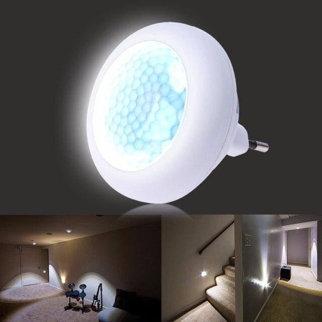 Intelligente nachtlampje stopcontact lamp armatuur met for Bewegingssensor voor led verlichting