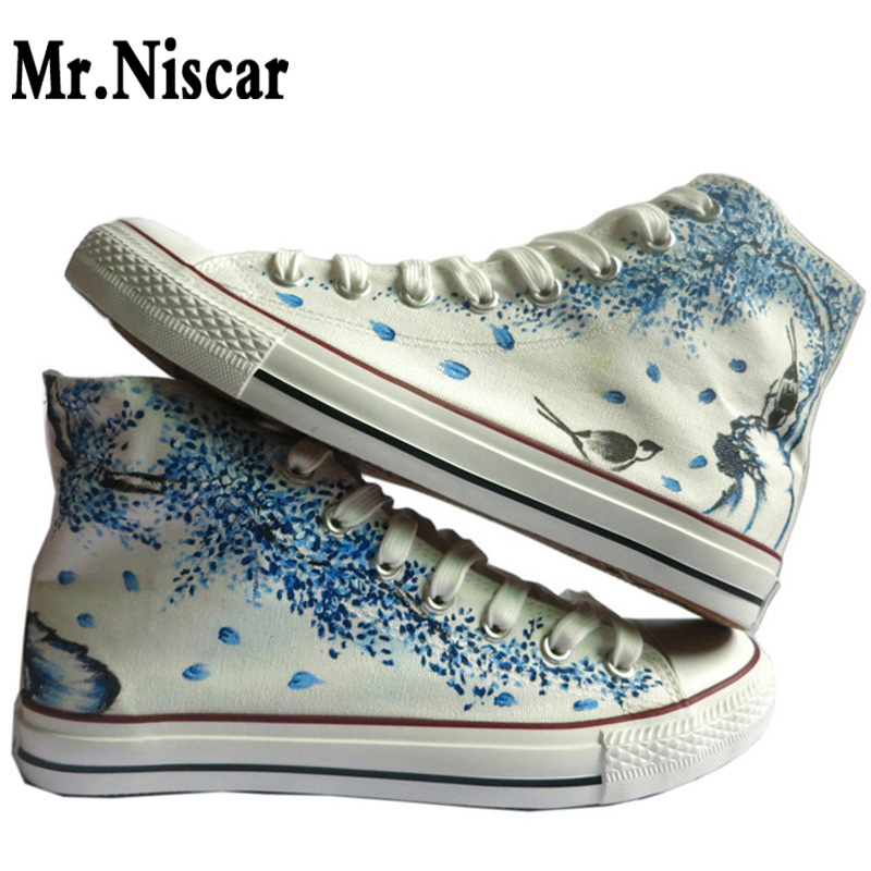 ФОТО China Art Flower Birds Women Graffiti Breathable Shoe Hand Painted Canvas Shoes Hi-Top Woman Flat Shoes Lace-Up Footwear