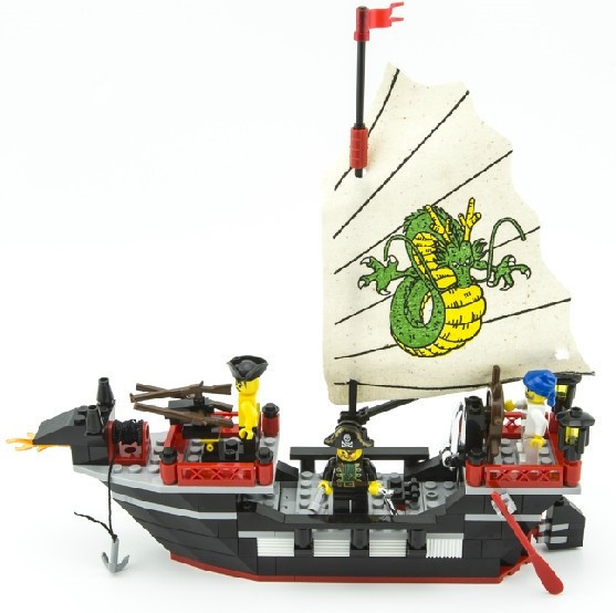 Enlighten Pirate Series Pirate Ship Dragon Boat Model Building Blocks Sets Minifigures Compatible With Legoe 211PCS