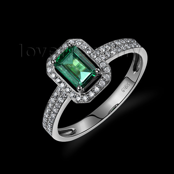 Emerald Ring In 18kt White Gold