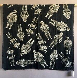 Image 1 - Sciarpa di Cachemire puro Delle Donne di Marca di Lusso Del Progettista Astronauta Sciarpe Bandane Scialli Avvolge Autunno Inverno Caldo Femme Foulard 110*200