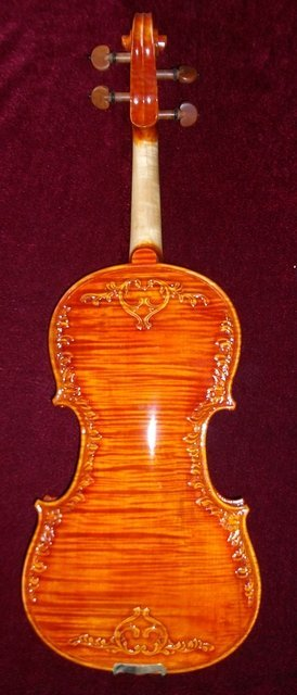 Front and back carved maple violin, Jujube accessories