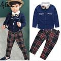 2016 Nuevo Caballero de Los Muchachos trajes de la camiseta + Pants 2 unids conjunto arco camisa de Tela Escocesa de Los Niños Del Bebé Niños traje de Moda de estilo Británico de alta calidad