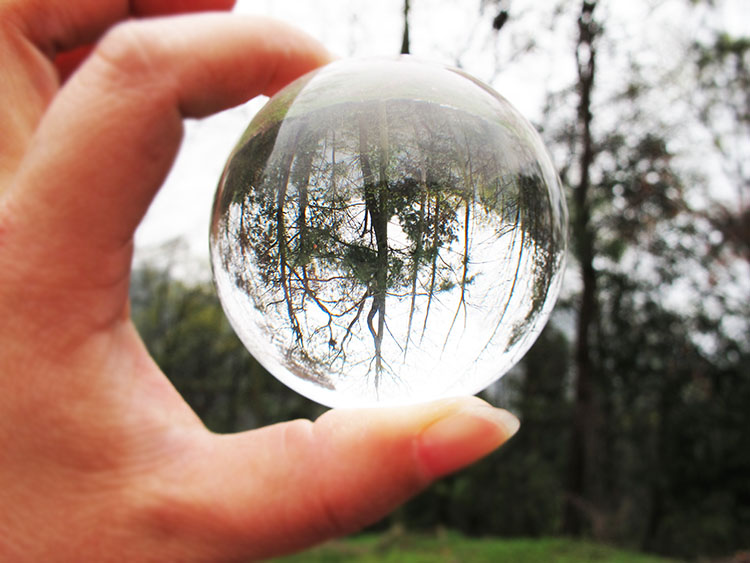 70mm diameter acrylic crystal ball contact juggling ball plastic decorative ball various sizes for selection