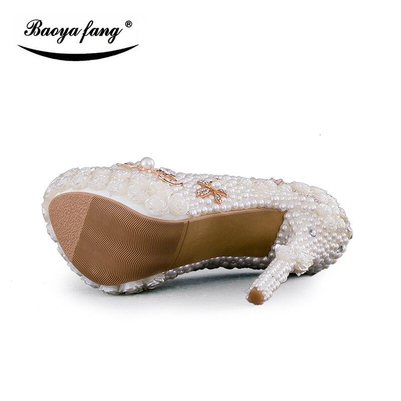 31535e3b7d Novo Casamento de Luxo mulheres sapatos de salto alto sapatos de plataforma  mulher dedo do pé redondo sapatos de palco desempenho Pérola Bege tamanho  grande ...