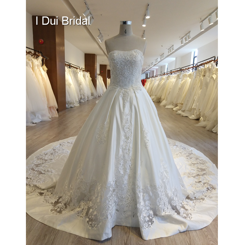 Cut-out Lace Appliqued Wedding Dress Satin Crystal Beaded Ball Gown New Design Bridal Gown